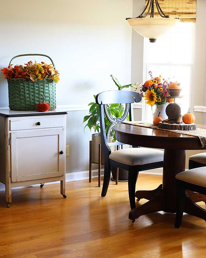 Fall decor in the breakfast room
