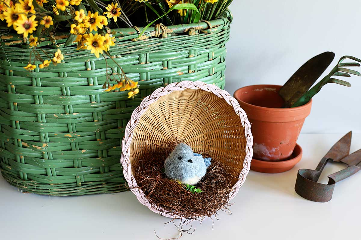 spring bird nest decor