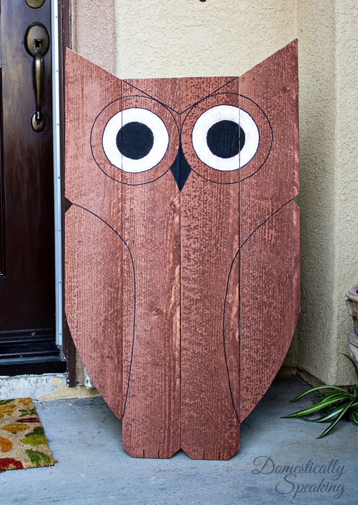 Wooden owl DIY project for porch - via Domestically Speaking