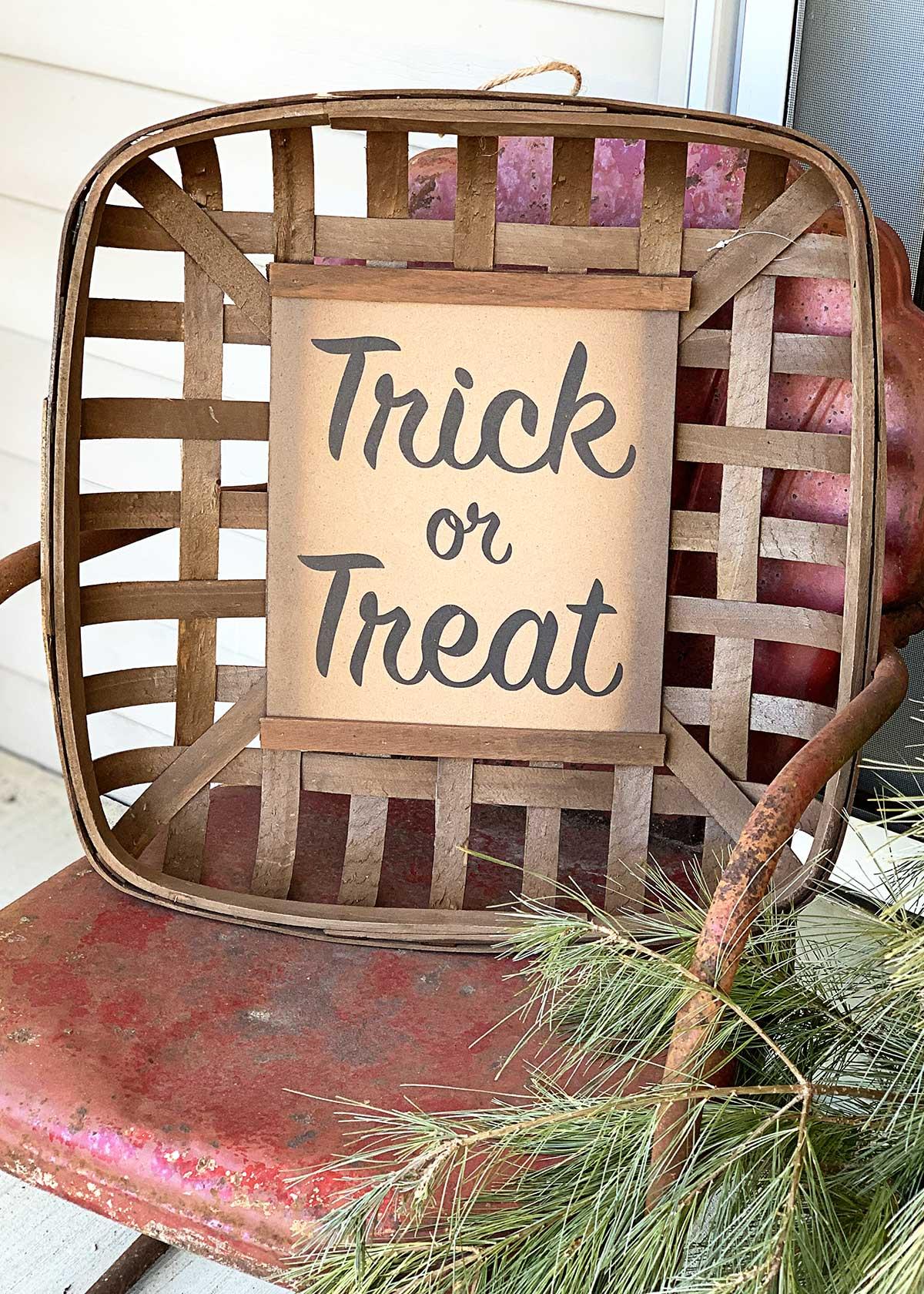a tobacco basket sitting on a metal motel chair