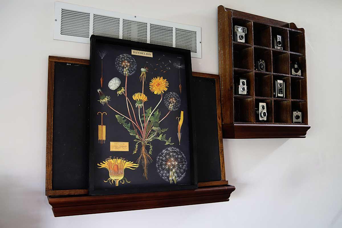 diy wood poster frame with dandelion poster