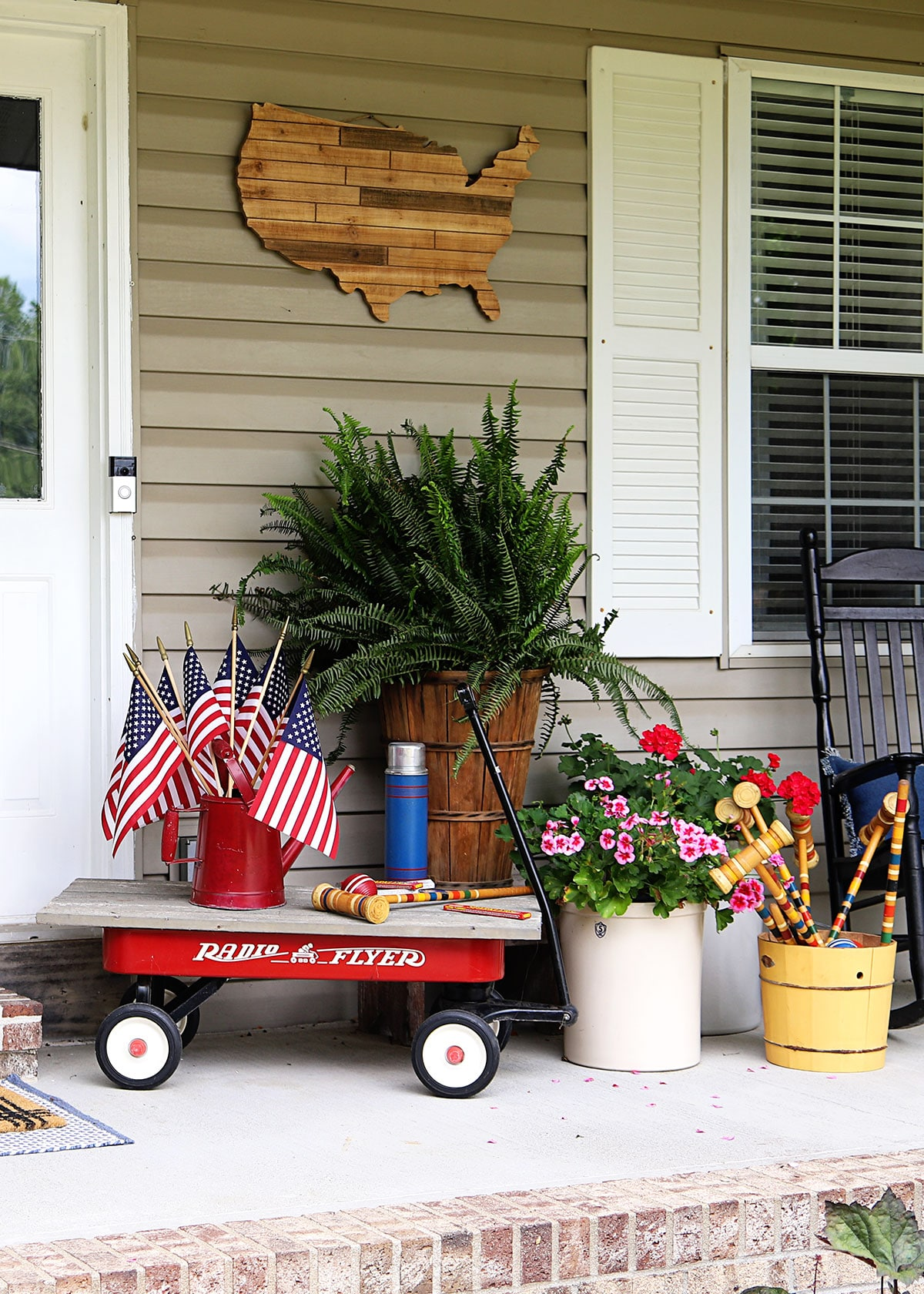 Patriotic porch decorations for a fun 4th of July.